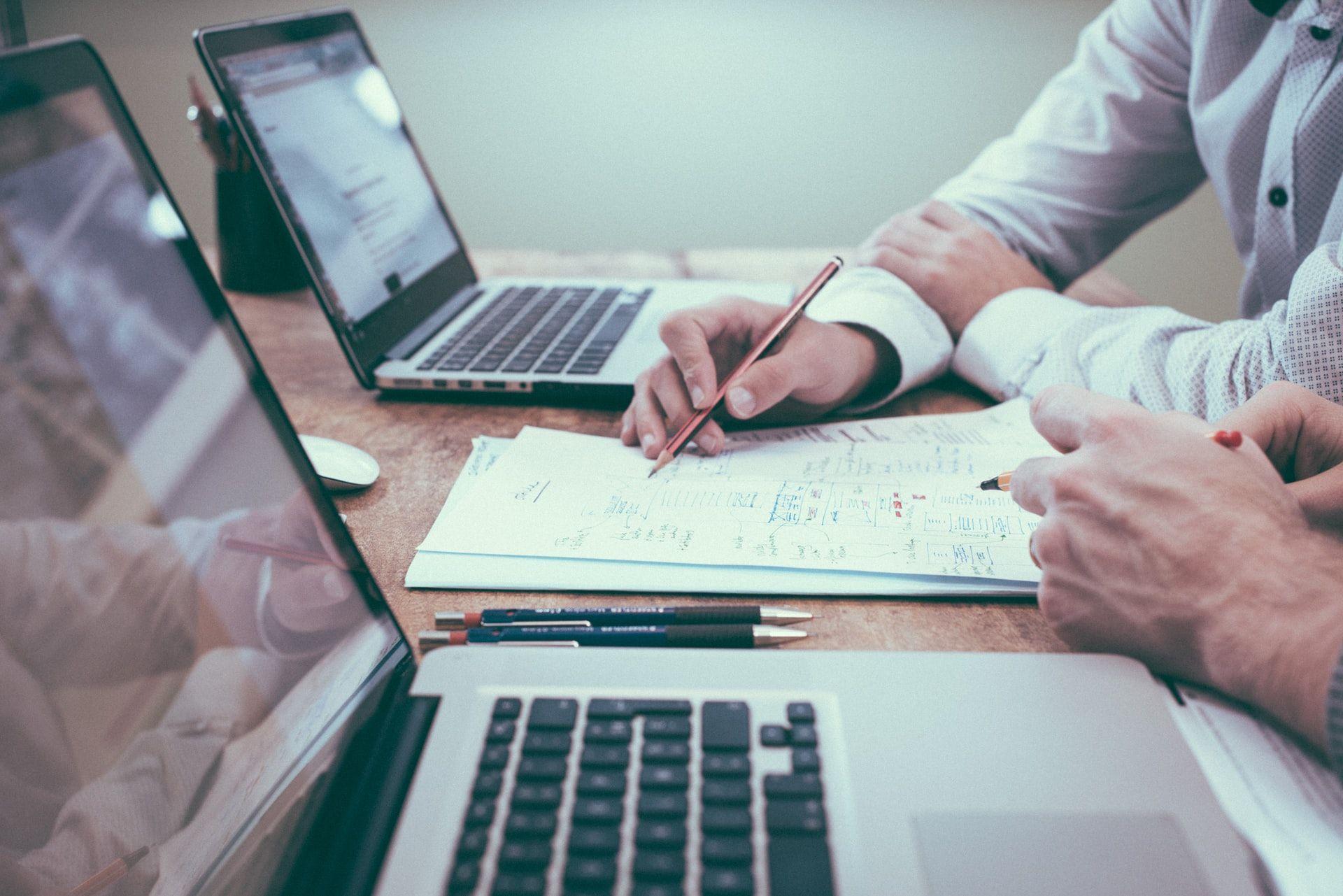 Como melhorar as vendas na sua empresa no momento de crise? Pesquisa e artigo de opinião por Thiago Roberto
